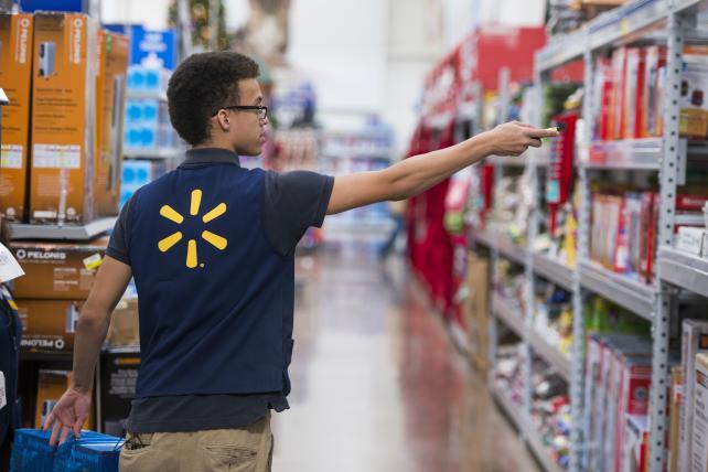 сотрудник Walmart